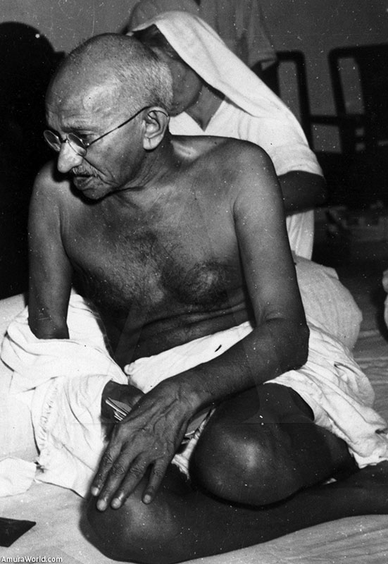 a history of mahatma gandhis heroism to stop the hindu and muslim war Many people believe that violence is the only way to stop wars, even though it creates war,  recent history born and raised a hindu,  muslim countries.
