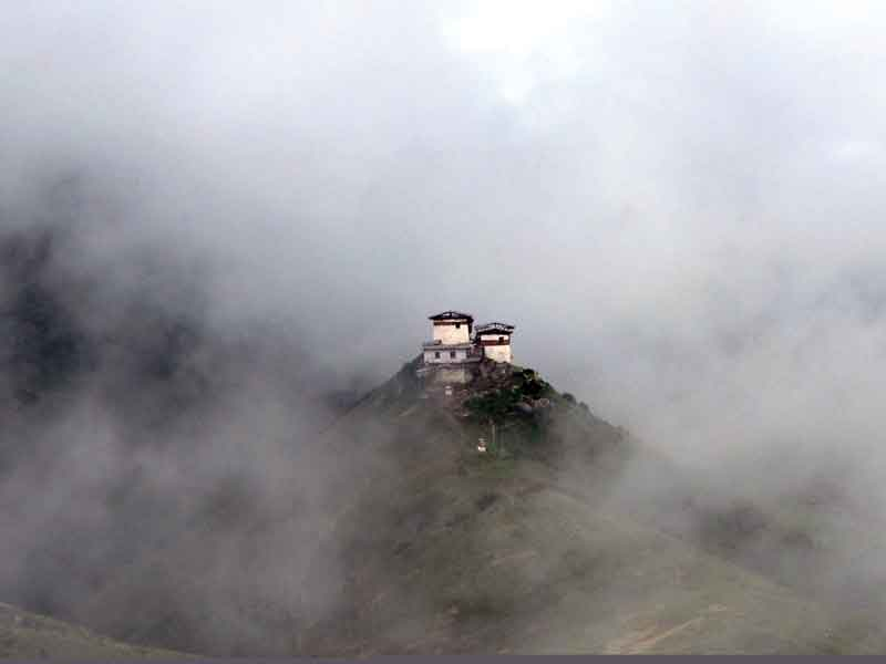 The area Lingshi and the Dzong (Monastery and fortress) is the former centre of the secular and spiritual authority.