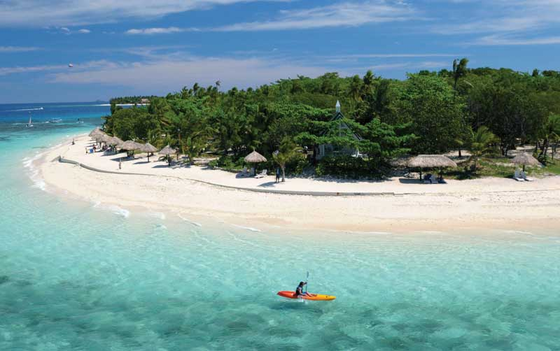 Fiji is one of the best destinations in the world to practice aquatic activities like canoeing.