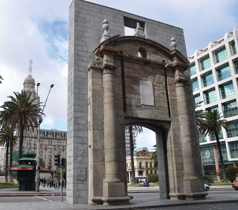 Amura,The citadel gate, the last vestige of ancient  Montevideo.