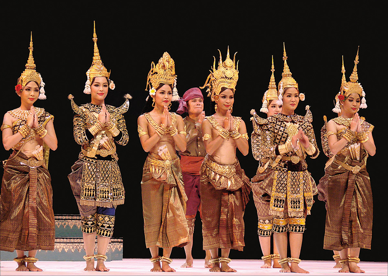 Amura, Camboya, Cambodia, Dancing and meditation are central components of the Theravada tradition.