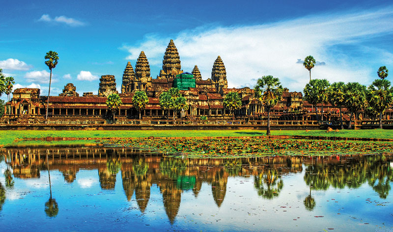 Amura, Camboya, Cambodia, Angkor Wat is the largest religious edification in the world.