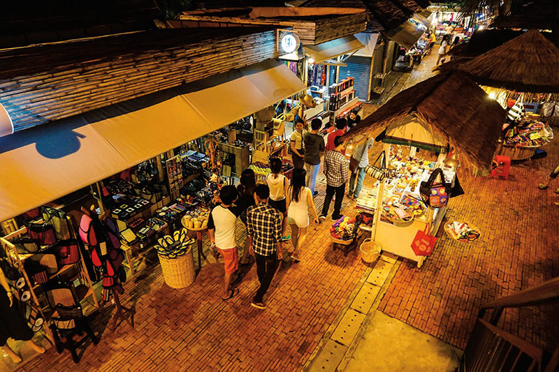 Amura, Camboya, Cambodia, Angkor Night Market is a popular tourist site where you can buy local products.
