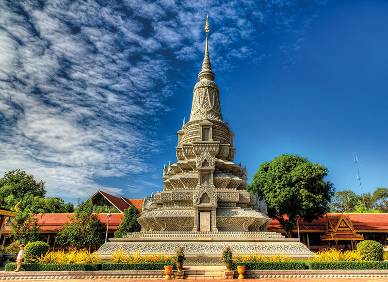Amura, Camboya, Cambodia, The Silver Pagoda, which name is Wat Preah Keo Morokat guards the treasure of the 'Emerald Buddha.