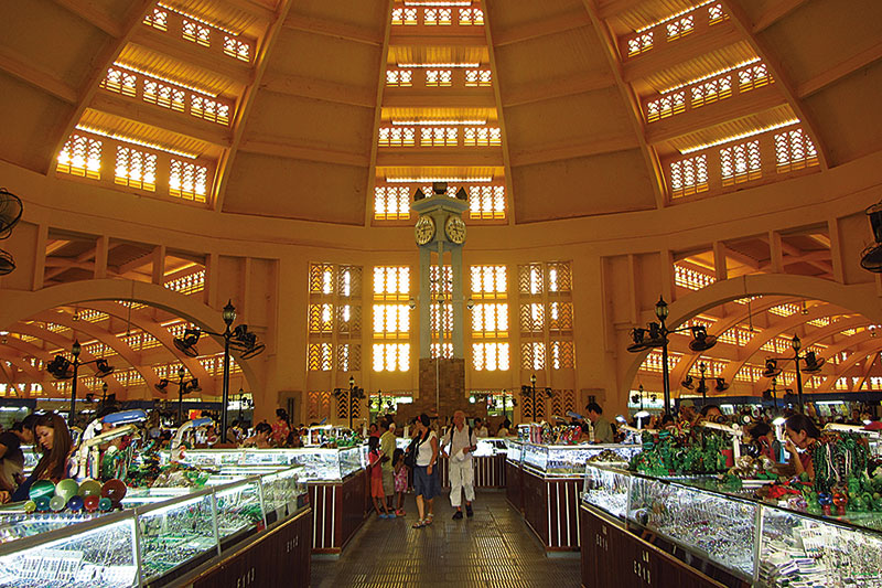 Amura, Camboya, Cambodia, The Central Market is an architectural wonder in Art Deco style.