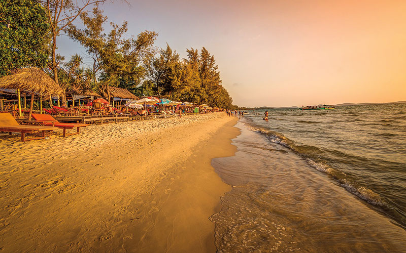 Amura, Camboya, Cambodia, The Cambodian coasts offer a variety of tourist opportunities, from aquatic sports to seafood based feasts.