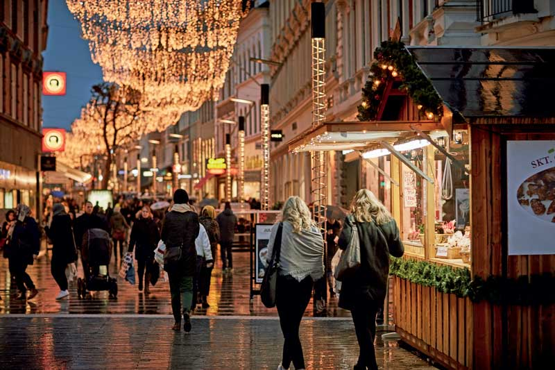 Amura,Dinamarca,Vikingos,Rey Harald,piedras rúnicas de Jelling,daneses,felicidad, Strøget is the longest shopping area in Europe.