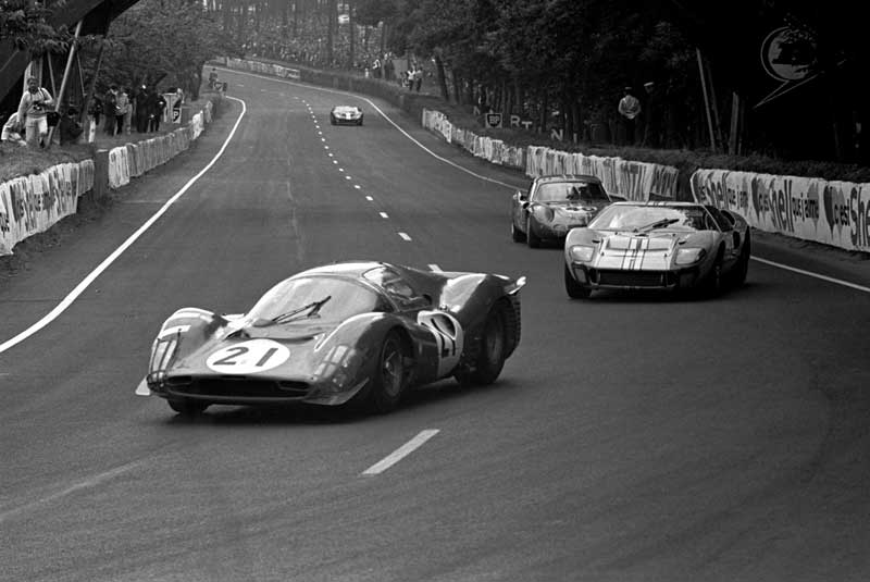 Amura, AmuraWorld,AmuraYachts,Groenlandia,Ford vs Ferrari, Authentic photograph of Le Mans race in 1966 where the fight between Ferrari and Ford is appreciated.